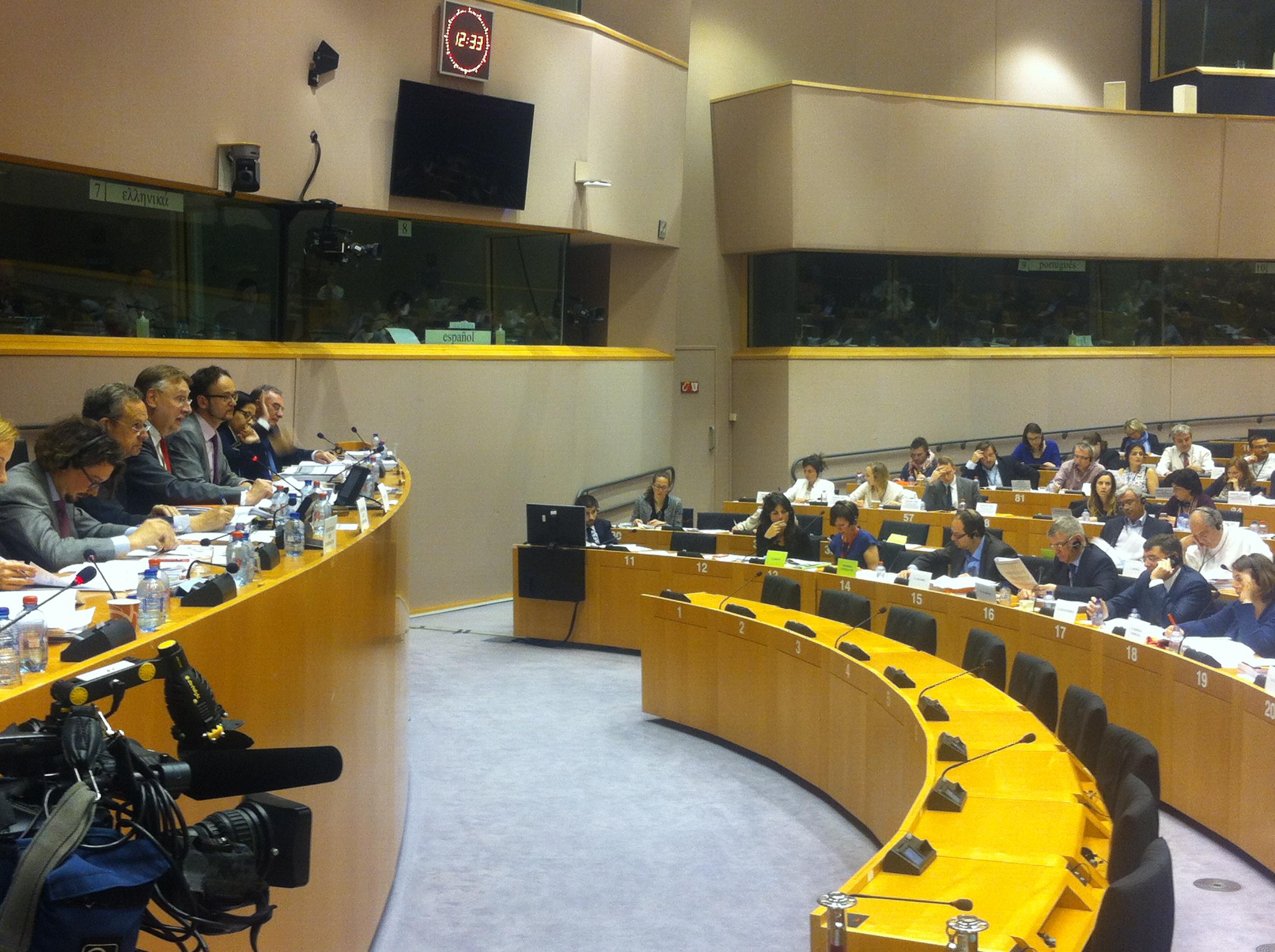 Sozialdemokrat Bernd Lange verhandelte den Entwurf und leitete als Ausschussvorsitzender die Abstimmung