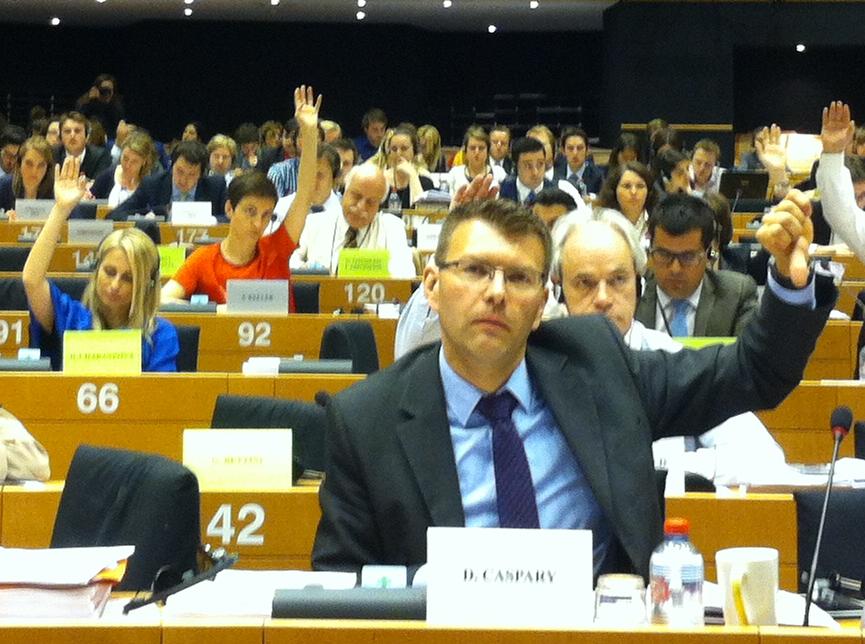 TTIP-Abstimmung im Handelsausschuss: vorne Konservativer Daniel Caspary, in rot: Grüne Ska Keller